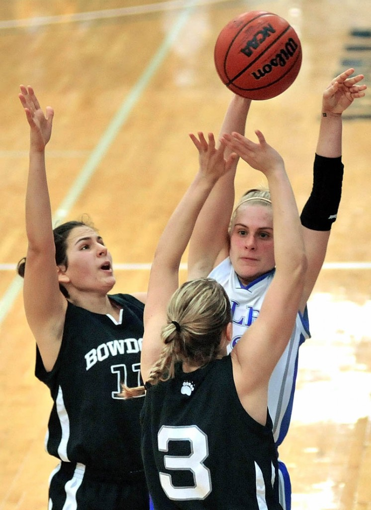 Colby College's Diana Manduca passes the ball while being defended by Bowdoin College's Jill Henrikson, left, and Amy Hackett in the second half Saturday at Wadsworth Gymnasium at Colby College.