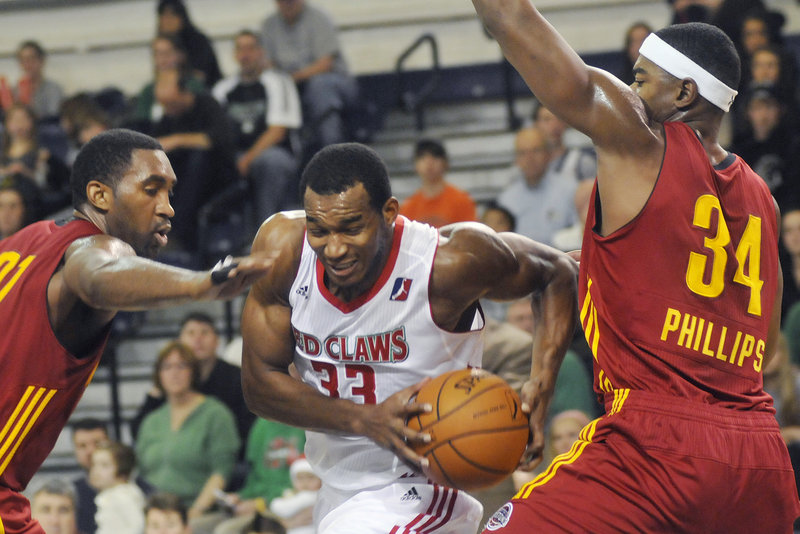 Chris Wright of the Maine Red Claws drives to the basket as Fort Wayne's Darnell Lazare and Marvin Phillips defend in a game last year at the Portland Expo.