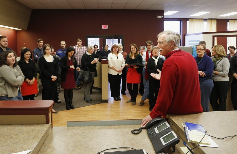 Sen.-elect Angus King speaks to campaign staff earlier this month before closing his campaign headquarters in Brunswick. As a member of the Rules Committee, he hopes to help rein in use of the filibuster.