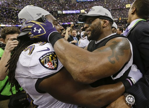 Baltimore Ravens linebackers Dannell Ellerbe (59) and Ray Lewis (52) celebrate after defeating the San Francisco 49ers 34-31 in the NFL Super Bowl XLVII football game, Sunday, Feb. 3, 2013, in New Orleans. (AP Photo/Patrick Semansky)