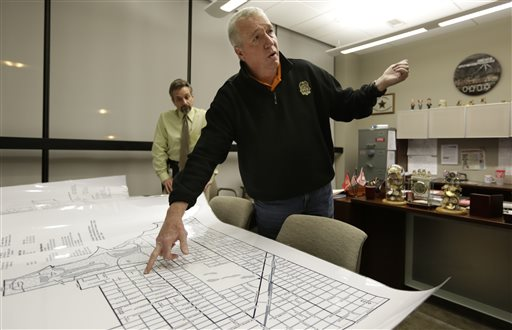 Jack Riley, head of the Drug Enforcement Administration in Chicago, points out local Mexican drug cartel problem areas on a map in the new interagency Strike Force office in Chicago. Looking on is DEA agent Vince Balbo. The ruthless syndicates have long been the nation's No. 1 supplier of illegal drugs, but in the past, their operatives rarely ventured beyond the border.