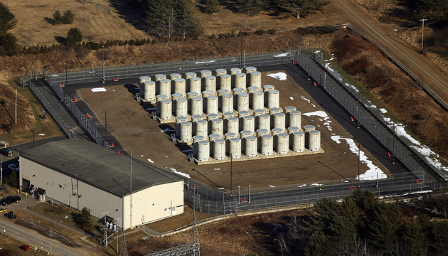 Aerial photograph of the old Maine Yankee nuclear power plant site in Wiscasset shows the steel-lined concrete containers that hold 550 metric tons of spent fuel assemblies.