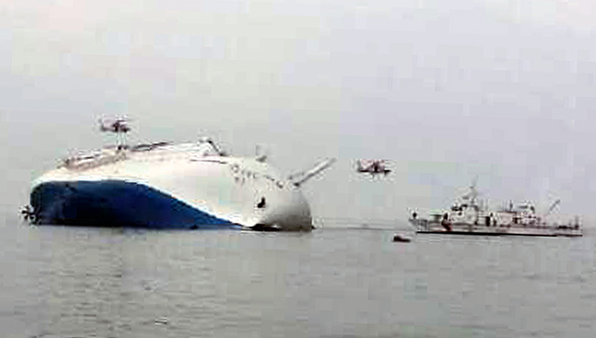 South Korea rescue helicopters fly over to rescue passengers from passenger ship Sewol.