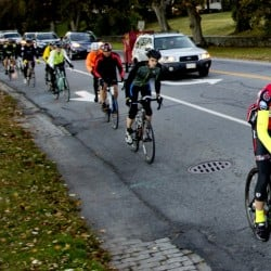 737886_572931-20151015_bicyclists_